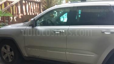 Foto venta carro usado Jeep Grand Cherokee Laredo 4.7L Aut 4x4 (2011) color Gris precio u$s12.000