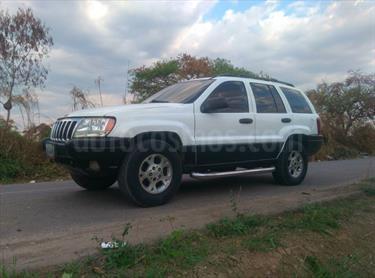 Foto venta carro usado Jeep Grand Cherokee Laredo 4x4 (92l) V8,5.2i,16v A 1 2 (1999) color Blanco Nieve precio u$s3.500