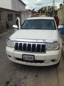 Jeep Grand Cherokee Limited 4.7L Aut 4x2 usado (2010) color Blanco Nieve precio u$s9.500