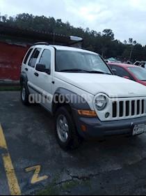 Foto venta Auto Seminuevo Jeep Liberty Sport 4X2 (2005) color Blanco precio $80,000