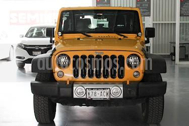 Foto venta Auto Seminuevo Jeep Wrangler Rubicon 4x4 3.6L Aut (2015) color Amarillo precio $475,000