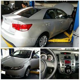 Foto venta Auto usado Kia Cerato Forte 1.6 Full (2014) color Plata precio u$s16.500