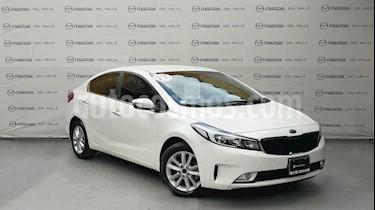 Foto venta Auto Seminuevo Kia Forte EX Aut (2017) color Blanco Perla precio $250,000
