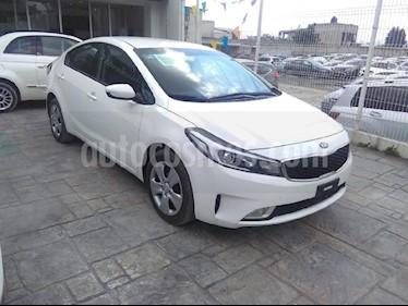 Foto venta Auto Seminuevo Kia Forte EX Aut (2017) color Blanco precio $220,000
