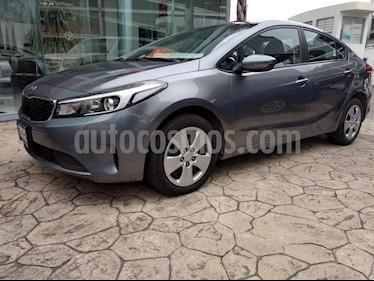 Foto venta Auto Seminuevo Kia Forte L (2018) color Gris precio $250,000