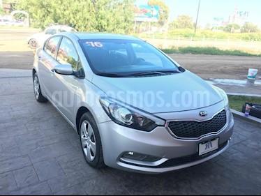 Foto venta Auto Seminuevo Kia Forte LX Aut (2016) color Plata precio $185,000