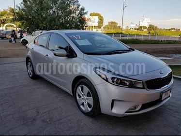 Foto venta Auto Seminuevo Kia Forte LX (2017) color Plata precio $218,000