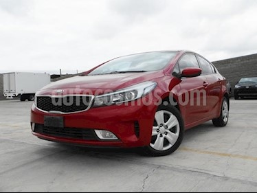 Foto venta Auto Seminuevo Kia Forte LX (2017) color Rojo precio $225,000