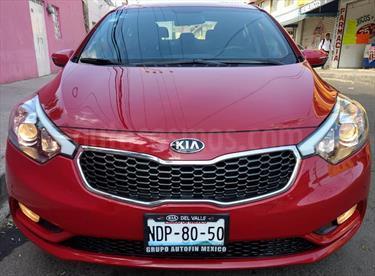Foto venta Auto Seminuevo Kia Forte SX Aut (2016) color Rojo Cerezo precio $199,900