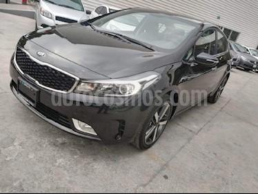 Foto venta Auto Seminuevo Kia Forte SX Aut (2018) color Negro precio $318,000