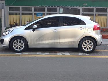 Foto KIA Rio Hatchback EX 1.4L usado (2014) color Plata precio u$s11,500