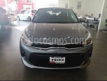 Foto venta Auto Seminuevo Kia Rio Hatchback EX Pack Aut (2018) color Gris precio $275,000