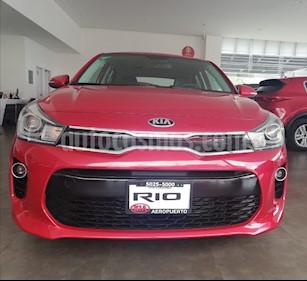 Foto venta Auto Seminuevo Kia Rio Hatchback EX Pack Aut (2018) color Rojo Fuego precio $275,000