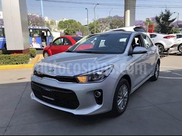 Foto venta Auto Seminuevo Kia Rio Hatchback EX (2018) color Plata precio $270,000