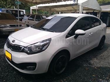 KIA Rio Sedan 1.4L  usado (2014) color Blanco precio $37.500.000