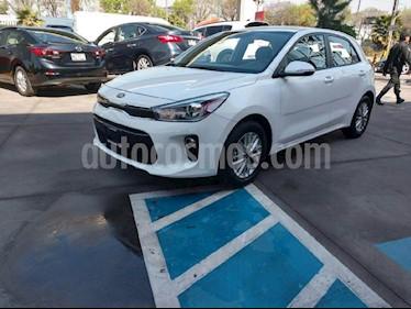 Foto venta Auto Seminuevo Kia Rio Sedan EX (2018) color Blanco precio $270,000