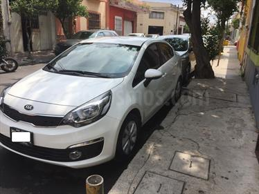 Foto venta Auto Seminuevo Kia Rio Sedan EX (2016) color Blanco precio $208,000