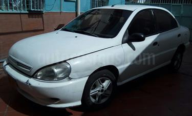 Foto venta carro usado Kia Rio Taxi L4,1.5i,12v A 2 1 (2001) color Blanco precio BoF120.000.000