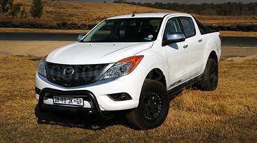 Mazda BT-50 2.6L High 4x4 usado (2015) color Blanco precio u$s45.000.000