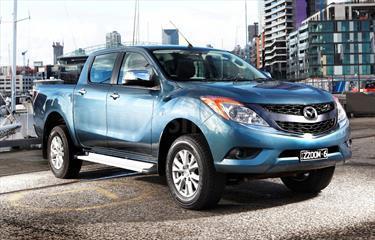 Foto Mazda BT-50 2.6L High 4x4 usado (2015) color Platino precio u$s45.000.000
