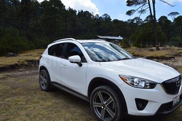 Foto venta Auto Seminuevo Mazda CX-5 2.0L i Grand Touring (2015) color Blanco Cristal precio $270,000