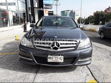 Foto venta Auto Seminuevo Mercedes Benz Clase C 180 CGI Aut (2013) color Gris precio $210,000