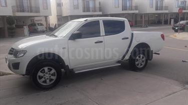 Foto venta Auto Seminuevo Mitsubishi L200 4x2 2.4L Cabina Doble (2015) color Blanco precio $225,000