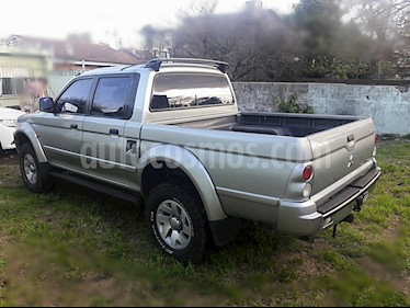 Foto venta Auto Usado Mitsubishi L200 4x4 2.4 DI-D High Power CD Aut (2004) color Gris precio $300.000
