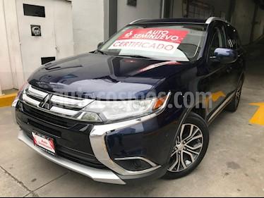 Foto venta Auto Seminuevo Mitsubishi Outlander 2.4L ES (2016) color Azul Cosmico precio $285,000