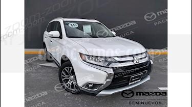 Foto venta Auto Seminuevo Mitsubishi Outlander 2.4L Limited (2016) color Blanco precio $329,000