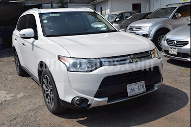 Foto venta Auto Seminuevo Mitsubishi Outlander 2.4L Limited (2015) color Blanco precio $265,000