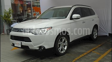 Foto venta Auto Seminuevo Mitsubishi Outlander 2.4L Limited (2014) color Blanco precio $258,000