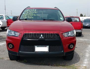 Foto venta Auto Seminuevo Mitsubishi Outlander 2.4L LS (2011) color Rojo precio $140,000