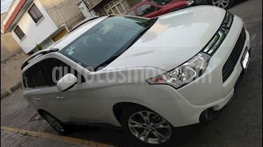 Foto venta Auto Seminuevo Mitsubishi Outlander 2.4L SE Limited (2014) color Blanco precio $298,000