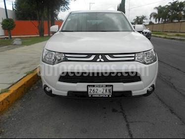 Foto venta Auto Seminuevo Mitsubishi Outlander 2.4L SE (2014) color Blanco precio $215,000