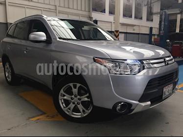 Foto venta Auto Seminuevo Mitsubishi Outlander 2.4L SE (2015) color Plata precio $275,000