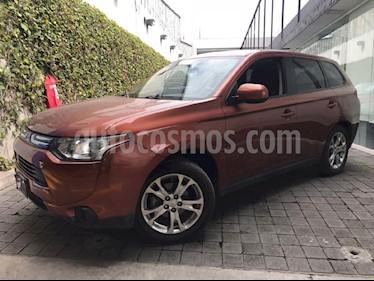 Foto venta Auto Seminuevo Mitsubishi Outlander 2.4L SE (2014) color Dorado precio $225,000