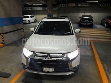 Foto venta Auto Seminuevo Mitsubishi Outlander 2.4L SE (2016) color Blanco precio $310,000