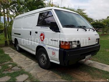 Foto venta carro usado Mitsubishi Van EXCEED L4 2.4i (2000) color Blanco precio u$s6.700
