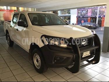 Foto venta Auto Seminuevo Nissan NP300 DOBLE CABINA S PAQ SEG (2018) color Blanco precio $293,000
