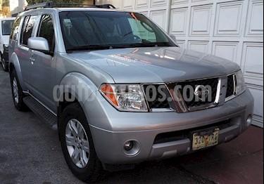 foto Nissan Pathfinder LE 4.0L 4x4 Luxury