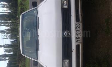 Foto venta Auto Usado Nissan Pick-up D-21 4X2 Cab Doble 2.4 Full  (2005) color Blanco precio $4.000.000