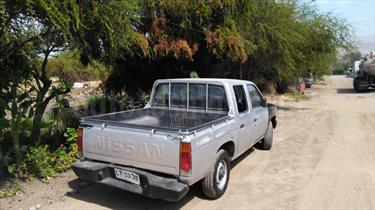 foto Nissan Pick-up D-21 4X2 Cab Doble 2.4 STD