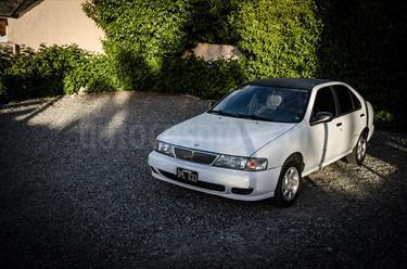 Foto venta Auto Usado Nissan Sentra GXE (2000) color Blanco precio $105.000