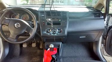 Foto Nissan Tiida Sedan S 1.6 Plus Llantas