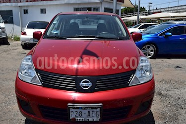 Foto venta Auto Seminuevo Nissan Tiida Sedan Sense Aut (2015) color Rojo Burdeos precio $145,001
