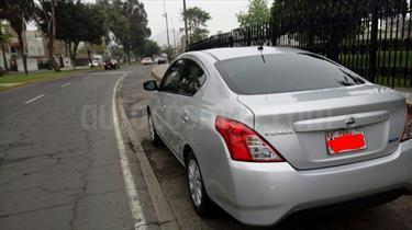 Nissan Versa  1.6L Sense  usado (2015) color Plata precio u$s12,200