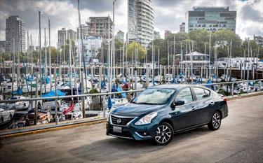 foto Nissan Versa Acenta Aut