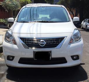 Foto venta Auto Usado Nissan Versa Advance (2013) color Blanco precio $129,999