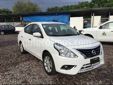 Foto venta Auto Seminuevo Nissan Versa VERSA ADVANCE AT (2017) color Blanco precio $203,000